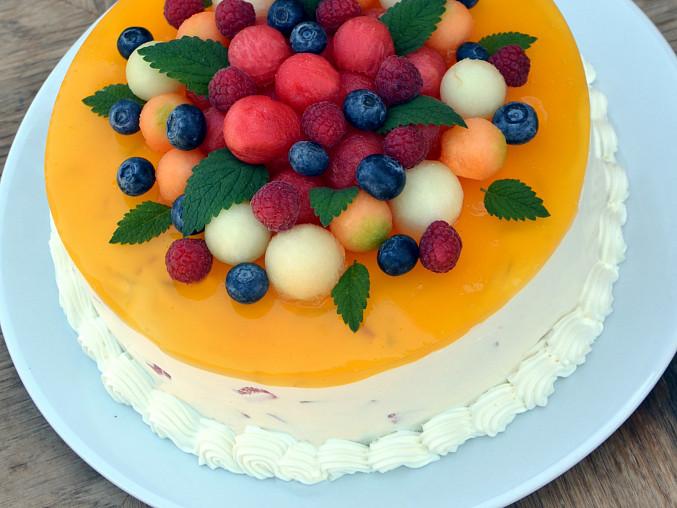 Pestrobarevný melounový dort, Čím bohatší bude množství melounových kostek v náplni, tím lépe. Výhodou je pestrá mozaika, použijte tedy více druhů