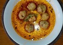 Rajčatová polévka s krupicovými bylinkovými nočky