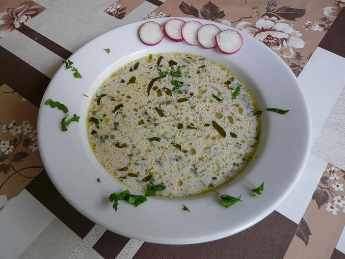 Ředkvičková polévka se zakysanou smetanou