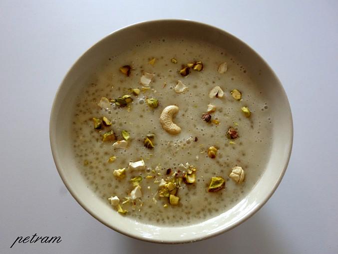 Sabudana kheer (indický dezert z tapiokových perliček)