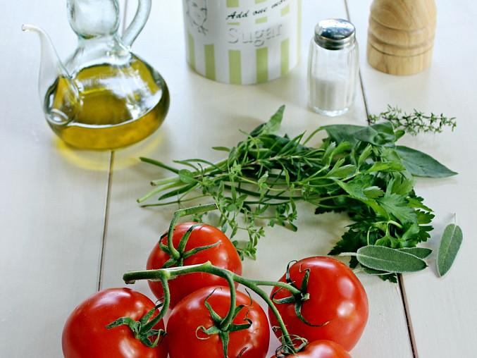 Studená polévka z pečených rajčat, suroviny