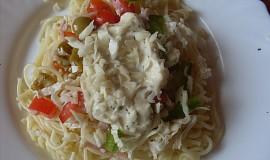 Těstovinový salát se zeleninou a sýrovou zálivkou
