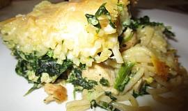 Zapečené špagety se špenátem, kuřecím masem a smetanou