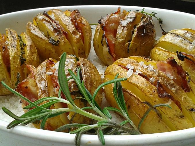 Bylinkové brambory pečené na hrubé soli