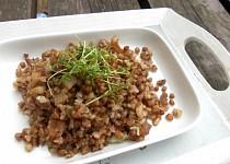 Česneková pohanka s řeřichou
