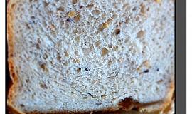 Chléb s jogurtem a lněnými semínky