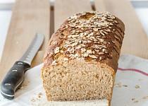 Chleba z celozrnné mouky a ovesných vloček