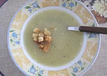 Cuketová polévka na způsob hrachovky