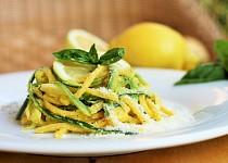 Cuketové špagety s citronovou omáčkou
