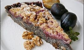 Cuketový koláč s mákem a švestkami