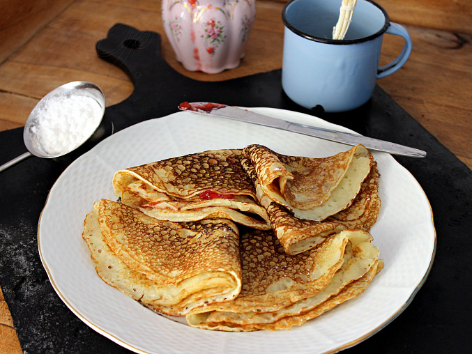 Extra rychlé lívance, Lívance s jahodovovou marmeládou nebo s máslem a moučkovým cukrem