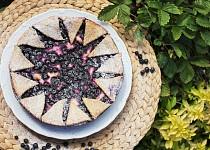 Křehký smetanový koláč s borůvkami