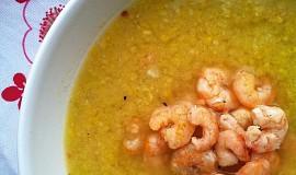 Kukuřičná polévka s chilli a krevetami