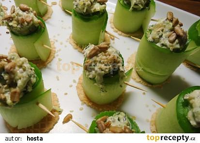 Okurkové rolky s cuketotahini pomazánkou