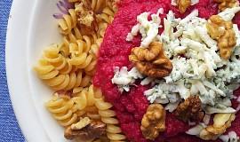 Omáčka z červené řepy se sýrem a ořechy