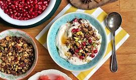 Ořechová granola s jogurtem z hedvábného tofu