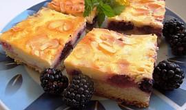 Ostružinový koláč s mandlovými lupínky