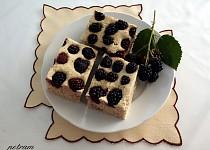 Ostružinový koláč se šáchorem bez lepku, mléka a vajec