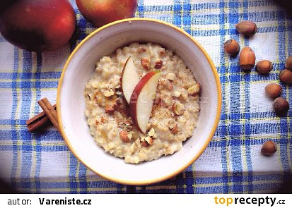 Ovesná kaše s jablky a ořechy – zahřívací snídaně do podzimního rána
