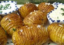 Pečené brambory se dvěma dipy