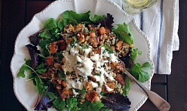 Podzimní quinoa s dýní, tempehem a cizrnou