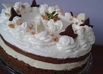 Pruhovaný dort z bílé a tmavé čokolády