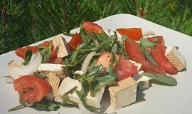 Salát ze šruchy zelné, rajčat a tofu
