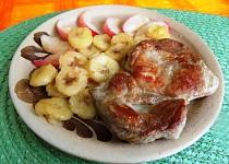 Vepřový plátek s banánem a jablkem