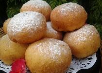Bramborové kynuté koblihy smažené nebo pečené v troubě