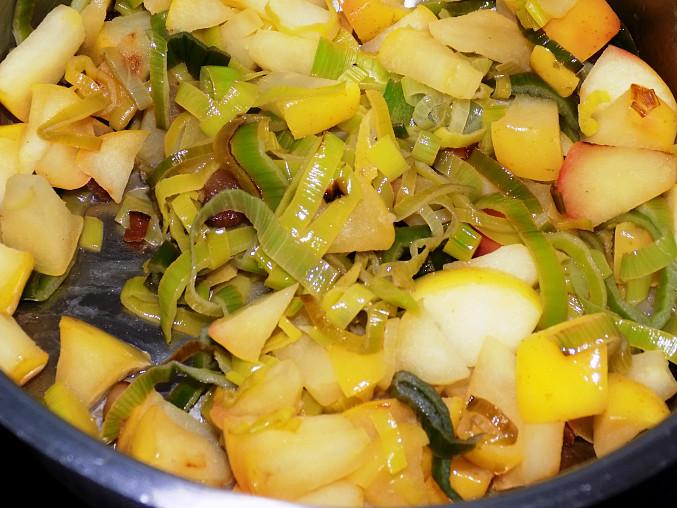 Bramborový krém s pórkem a jablky