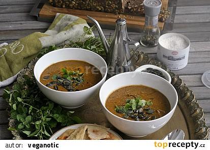 Dýňová polévka s černými fazolemi