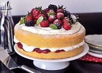Klasický Viktoriin dort s ovocem