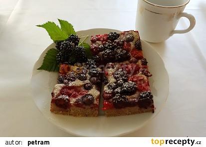 Koláč s lesními plody a šáchorem bez lepku, mléka a vajec