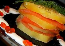 Lososové dortíčky s citronovou smetanou a kaviárem