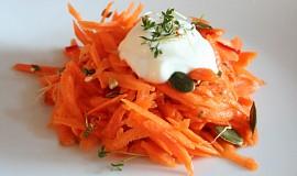 Pikantní mrkvový salát s řeřichou