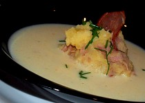 Polévka z podmáslí s bramborovo-křenovou vložkou