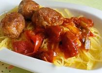 Špagetová dýně s masovými kuličkami v rajčatové omáčce