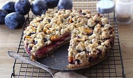 Švestkový koláč s pekanovými ořechy