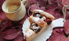 Švestkový koláč s tvarohovou náplní-šnek (plundrové těsto jednoduché)