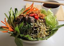 Vietnamský salát Bún bò Nam Bộ