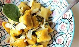 Dýňovo-ricottové noky se šalvějovým máslem