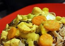 Kuřecí nudličky se zeleninou a kokosovým mlékem