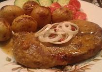 Marinovaná česneková krkovice pečená s bramborami
