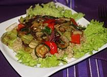 Quinoa s pečenou zeleninou a pikantní zálivkou