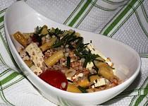 Salát z fazolek, rajčat a tofu