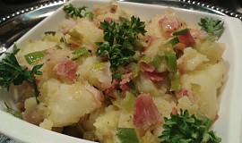 Třepané brambory se slaninou a pórkem