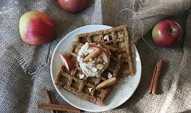 Veganské wafle bez cukru s tofu jablečným krémem
