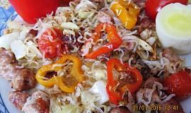 Zeleninové špagety s vinnou klobásou