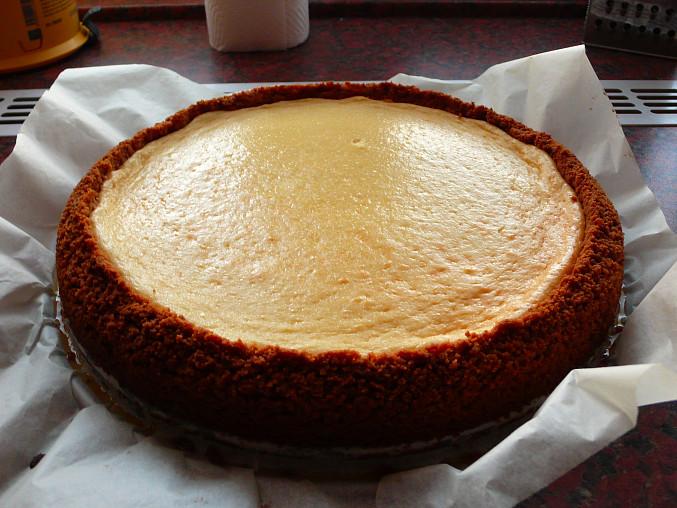 Hotový cheesecake necháváme venku aby zcela vychladl