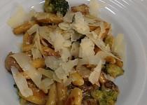 Domácí bramborové šišky s houbami a brokolicí